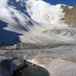 Frozen lake in glacier, Tien Shan rocks — Stock Photo