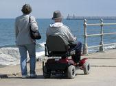 Motorize tekerlekli sandalye kullanıcısı — Stok fotoğraf