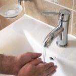 Man washing hands — Stock Photo