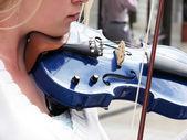 Woman violinist — Stock Photo