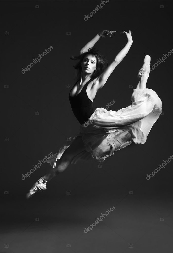 Young female ballet dancer performing on stage. — Stok fotoğraf #1997291