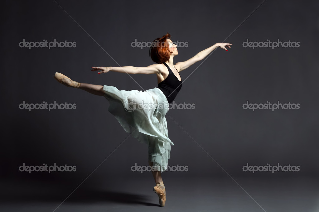 Ballet dancer performing on stage. — Stock Photo #2049259