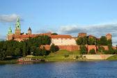 Wawelskiej królewskiej zamku i wisły rzeki — Zdjęcie stockowe