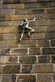 Climbing Wall Statue — Stock Photo
