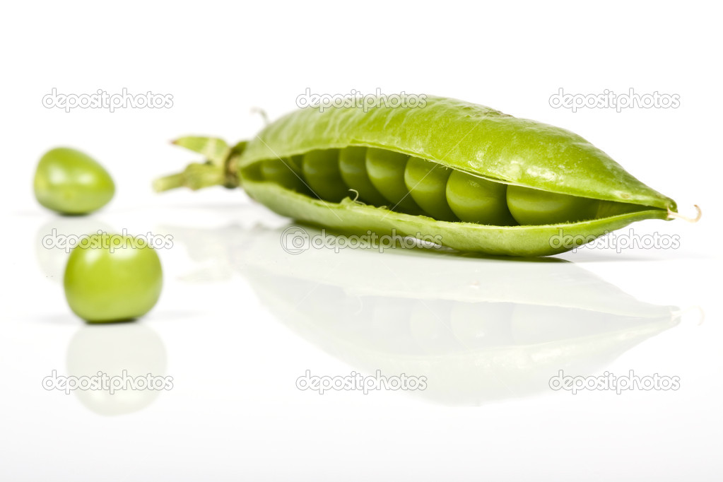 Fressh green peas vegetable — Stock Photo #2412963