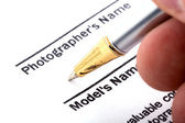 Pen signing form — Stock Photo
