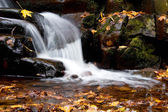 Beautiful and peaceful waterfall in the nature — Stock Photo