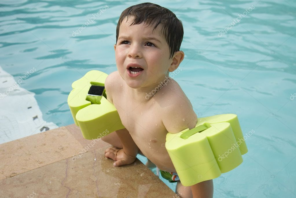 A kid on a swimming pool — Stock Photo #2112314