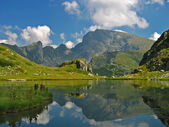 View to Malyovitsa from Urdini lakes — Stockfoto