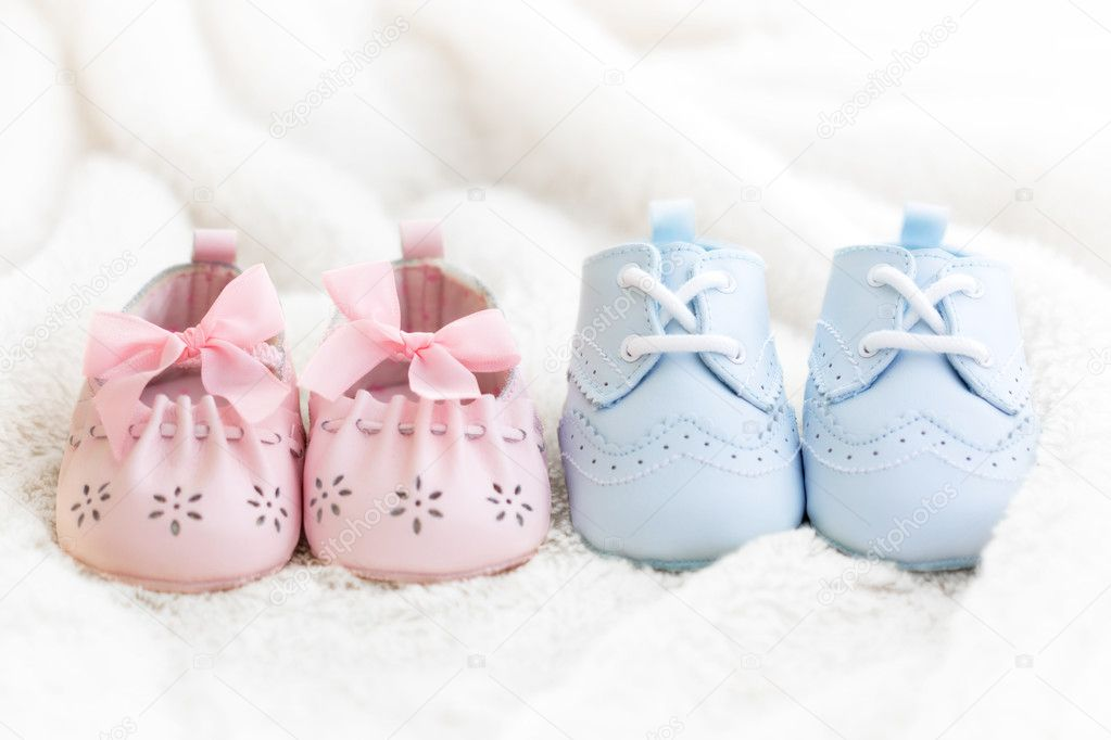 Baby shoes for a boy and a girl — Foto Stock #2049812