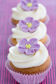 紫のカップケーキ — ストック写真