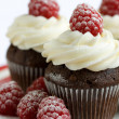 Chocolate and raspberry cupcakes — Stock Photo