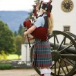 Scottish bagpiper outside Blair Castle - Stockfoto