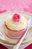 Rosebud cupcake — Stock Photo