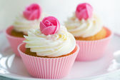 Rosebud cupcakes — Stock Photo