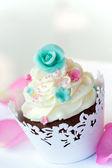 Wedding cupcake — Stock Photo