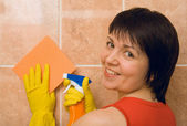 Housewife cleans a tile — Stock Photo