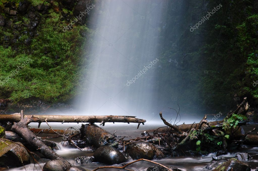 Latourell falls by the Columbia Gorge Scenic Highway, Oregon — Stock Photo #2065319
