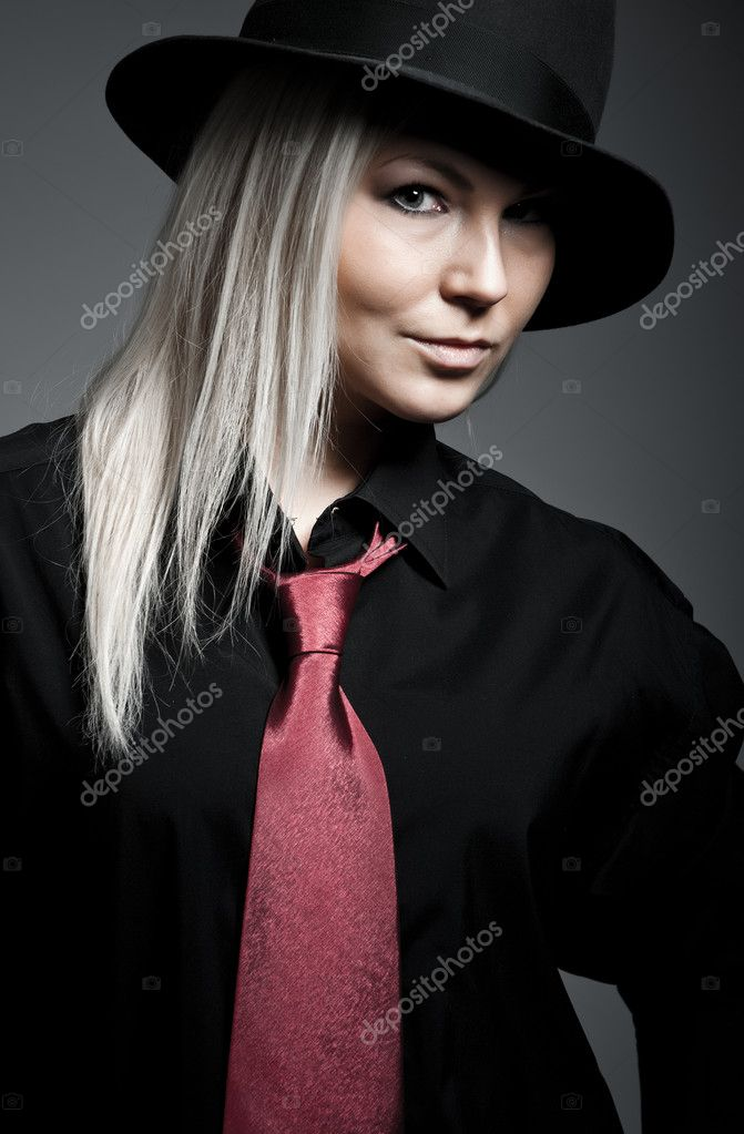 Young blonde wearing a hat and tie — Stock Photo #2127777