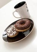 咖啡和 doghnuts — 图库照片