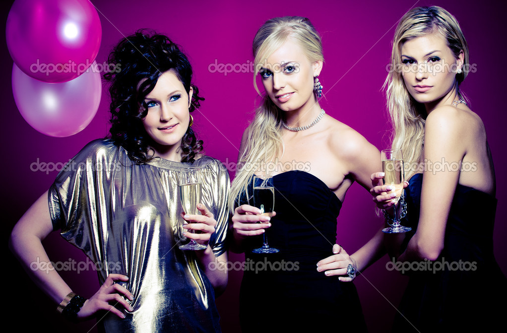 Three girlfriends ready for a party night — Stock Photo #2229499