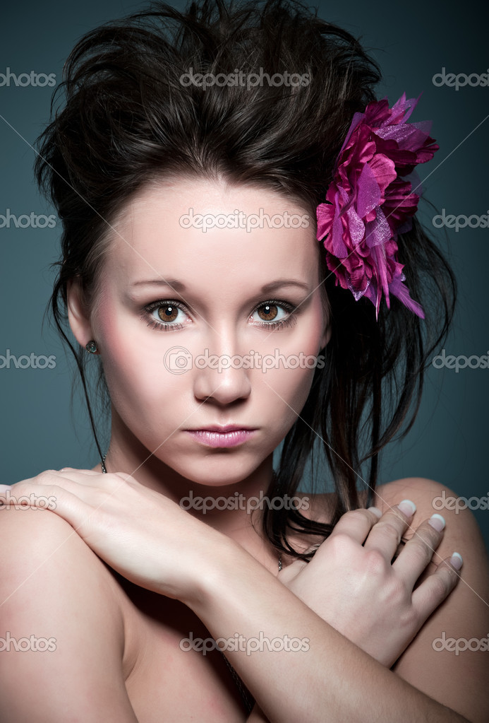 Beautiful young caucasian girl with a pink flower in her hair — Stock Photo #2230805