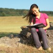 Girl Writing in Note Book — Lizenzfreies Foto