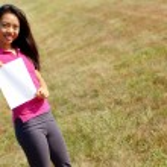 Kız bir tabela holding — Stok fotoğraf