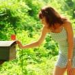 dziewczyna sprawdzanie poczty — Zdjęcie stockowe