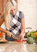 Young Woman Cutting Tomato — Stock Photo