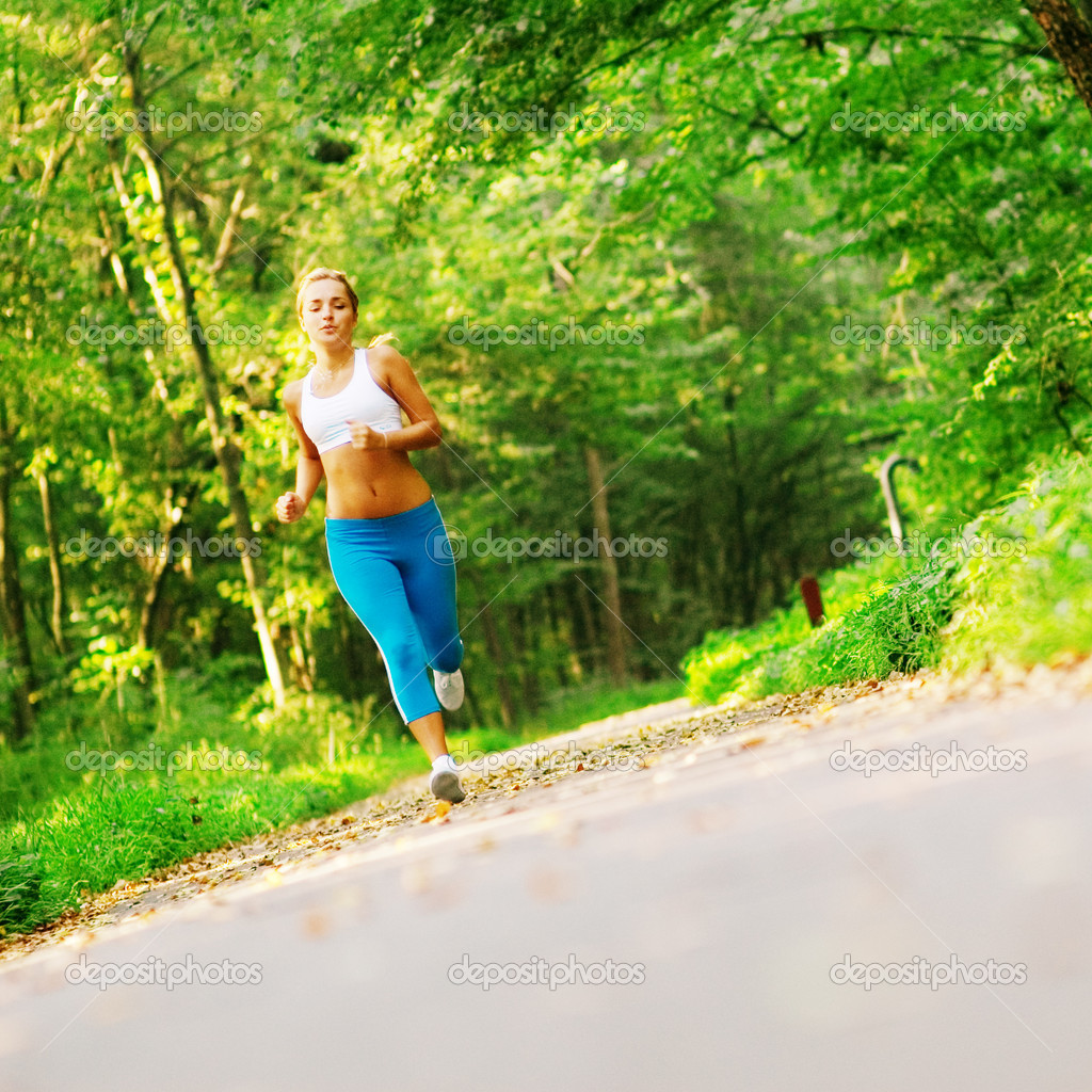 Beautiful young woman runner having a workout session. — Stock Photo #2622914
