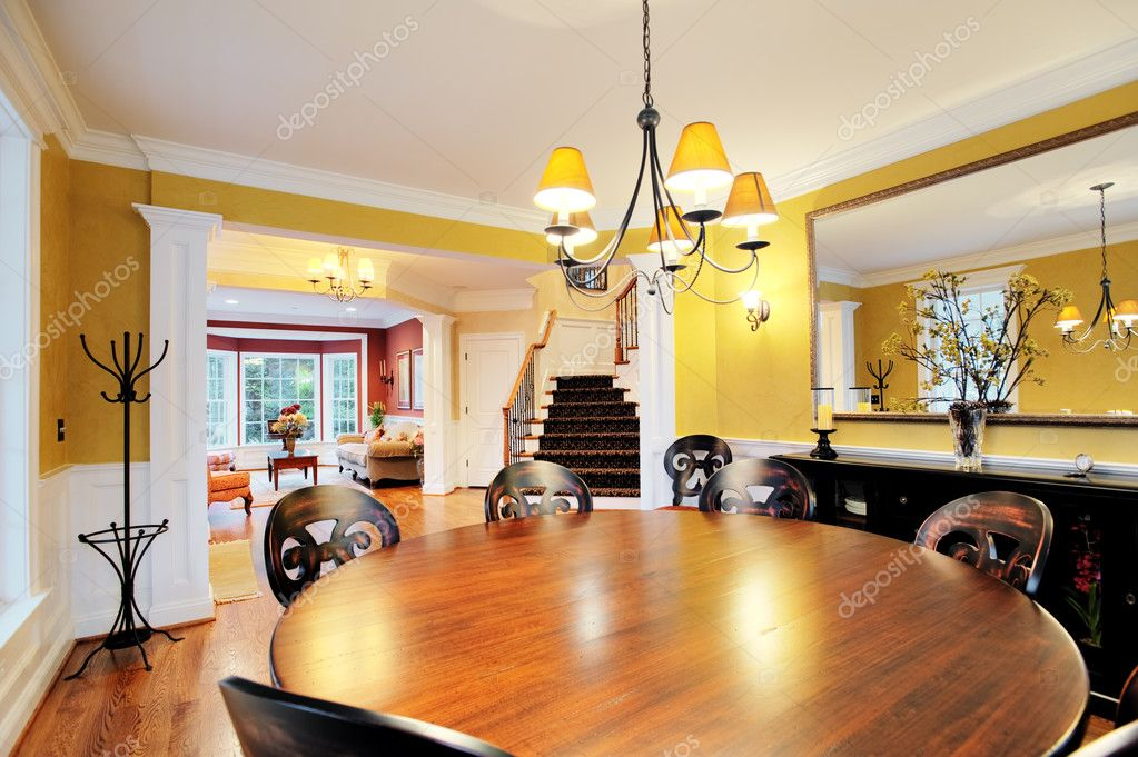 Round Table with Dining Room