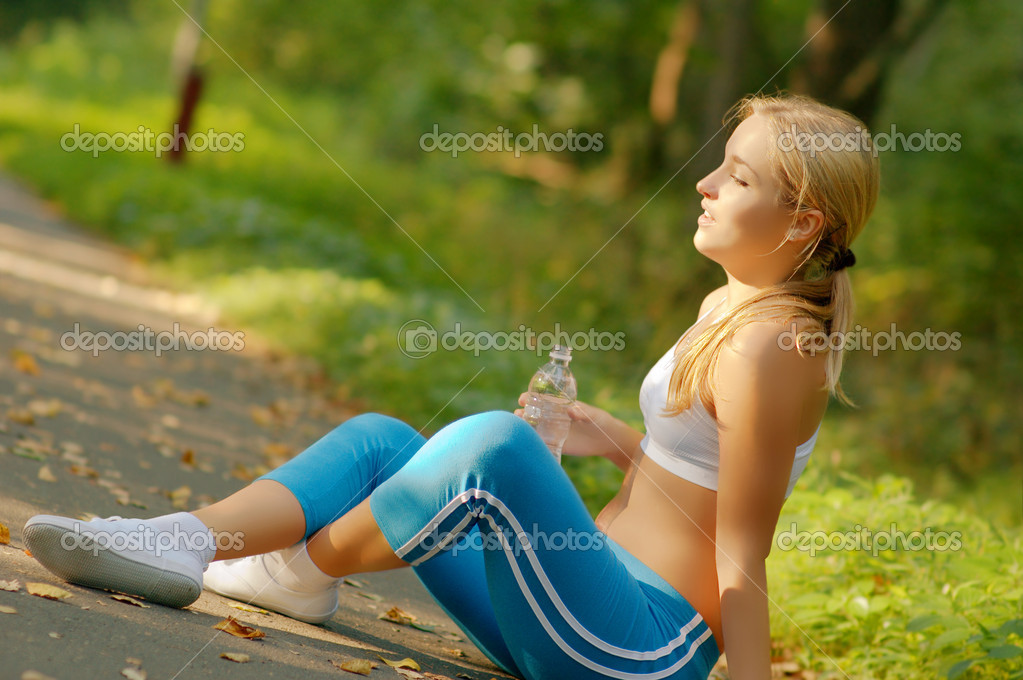 Pretty young girl runner in the forest. — Stock Photo #2628454
