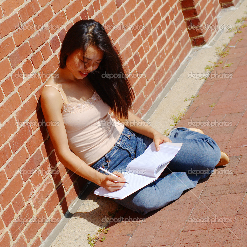 Girl writing in notebook in the city. — Stock Photo #2628707