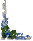 Rubans et houx de noël bordent bleu — Photo