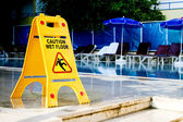 Vorsicht, die nassen boden zeichen — Stockfoto