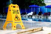 Cartello pavimento bagnato di attenzione — Foto Stock