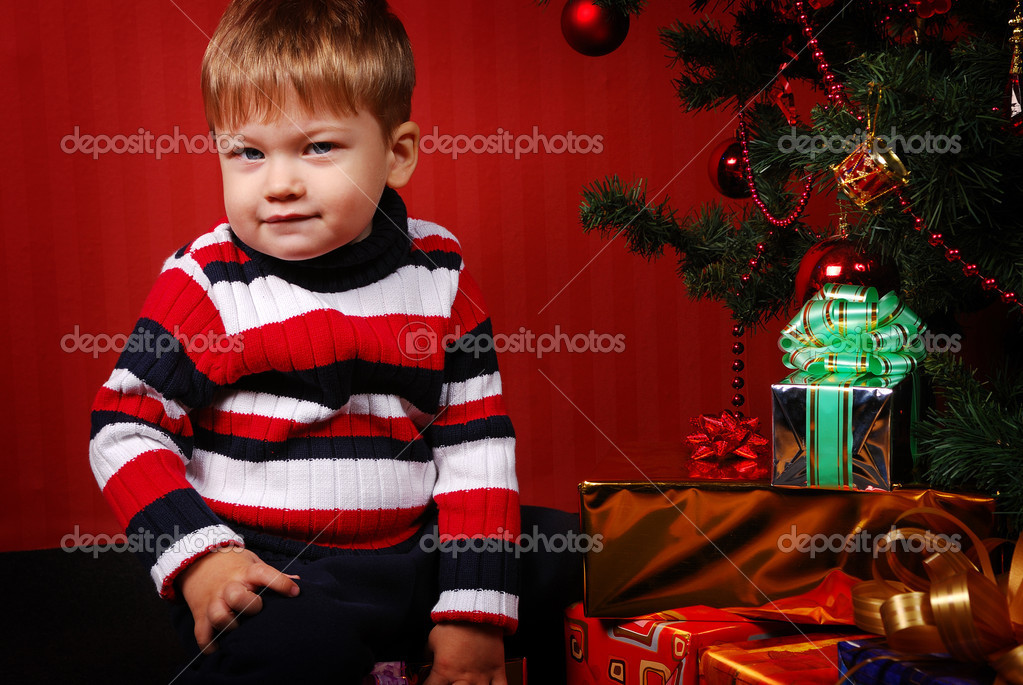 Lonely boy with gifts — Stock Photo #2098794