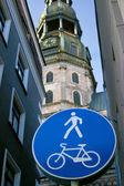 Big blue road sign and Basilica — Stock Photo