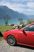 Carro nas montanhas da Suíça — Fotografia Stock