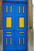 Restored door on the street in Lisboa — Stock Photo
