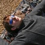 joven con gafas de sol — Foto de Stock