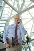 Homme d'affaires, parler sur téléphone portable — Photo