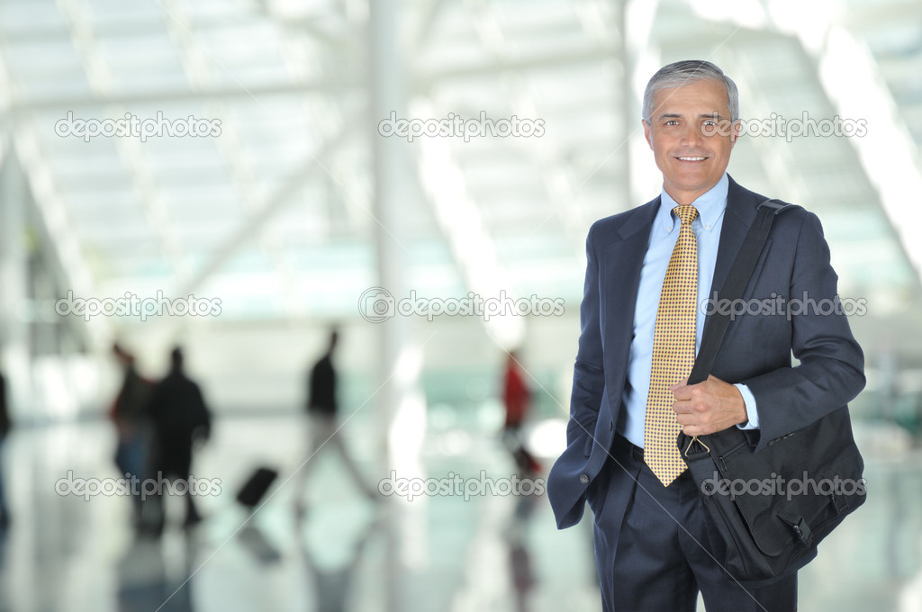 Business Traveler in Airport Concourse with blurred travelers in background — Stock Photo #2086963