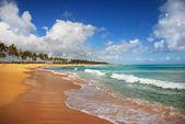 在热带岛屿的异国海滩 — 图库照片