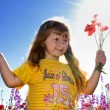 Little girl holding a bunch of poppy — Foto Stock
