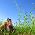 Summer dream i gräset — Stockfoto