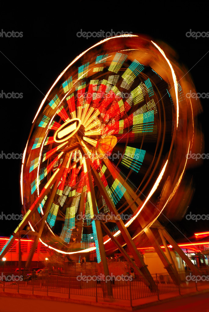 Blurry motion of Ferris Wheel — Stock Photo #2076750