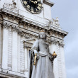 Queen Victoria Statue london — Stock Photo