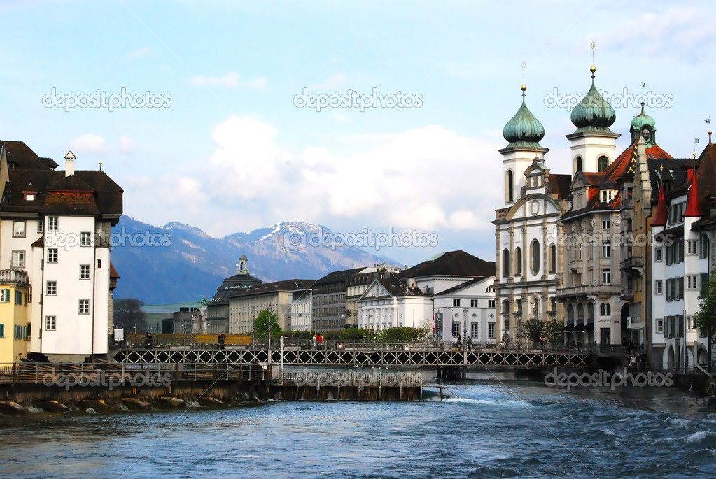 View of Lucerne old town and the bridge, Switzerland — Stock Photo #2025502